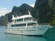 Boat to Phi Phi Island